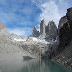 Torres del Pain mit See im Vordergrund