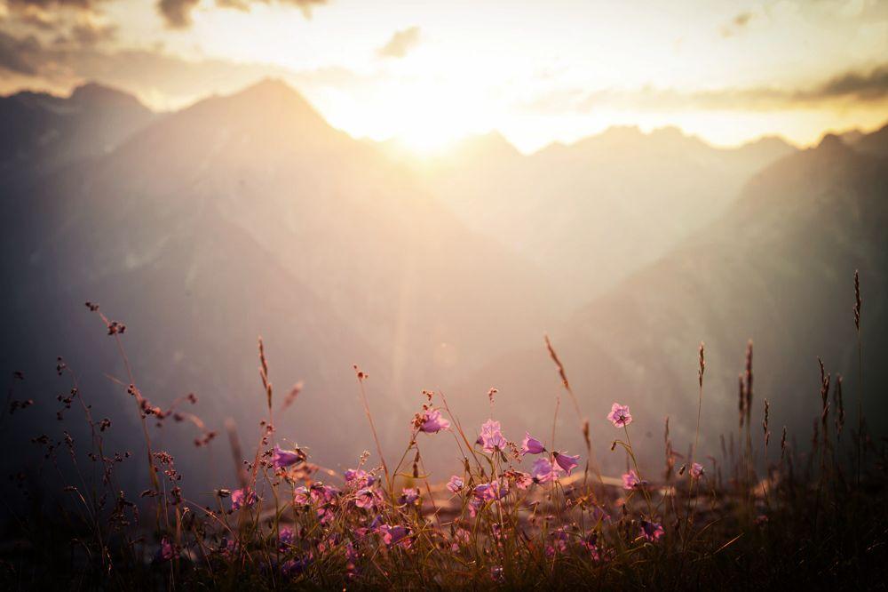 Herrliche Sonnenuntergangsstimmung bei der Alpenüberquerung