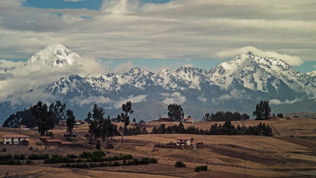 Die Hochebene Chinchero mit der Cordillera Urubamba