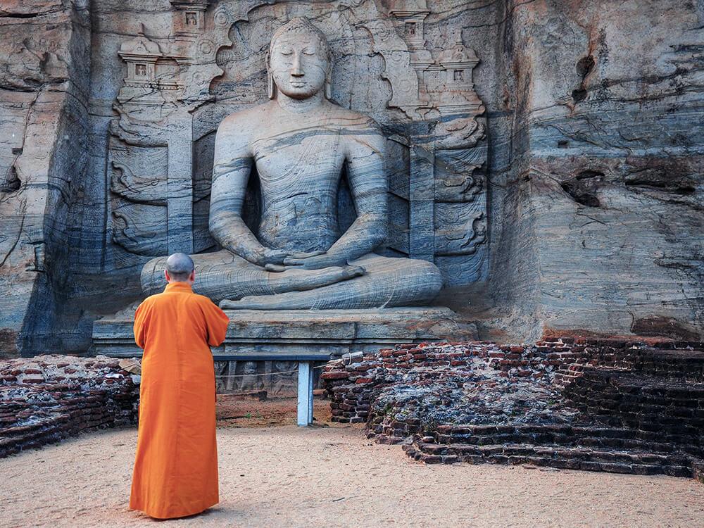 Buddha Statue in einem Tempel bei Polonnaruwa