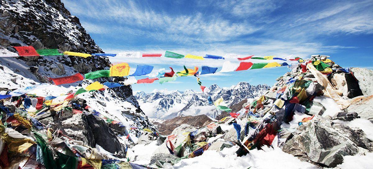 Nepal Gebetsfahnen bei Gipfel