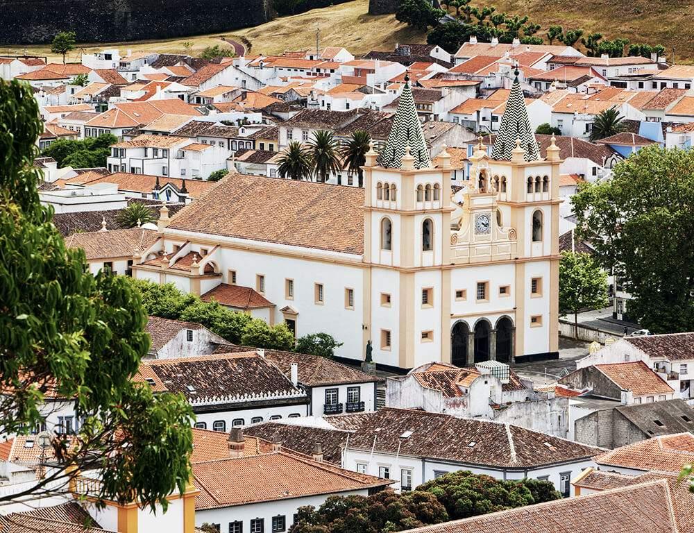 Die Kirche in Angra do Heroísmo auf der Insel Terceira. Die Altstadt wurde zum Weltkulturerbe ernannt.