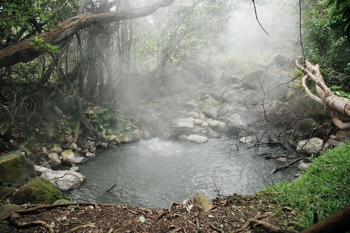 Heiße Quellen, Geysire und sprudelnde Schlammlöcher im Rincon de la Vieja Nationalpark