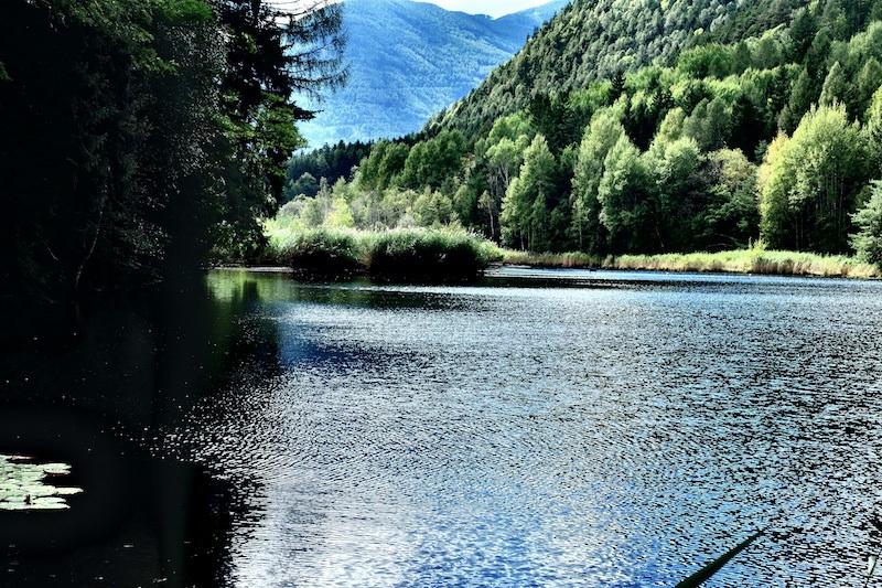 Der Vahrner See ist ein Naturschutzgebiet nördlich von Brixen.