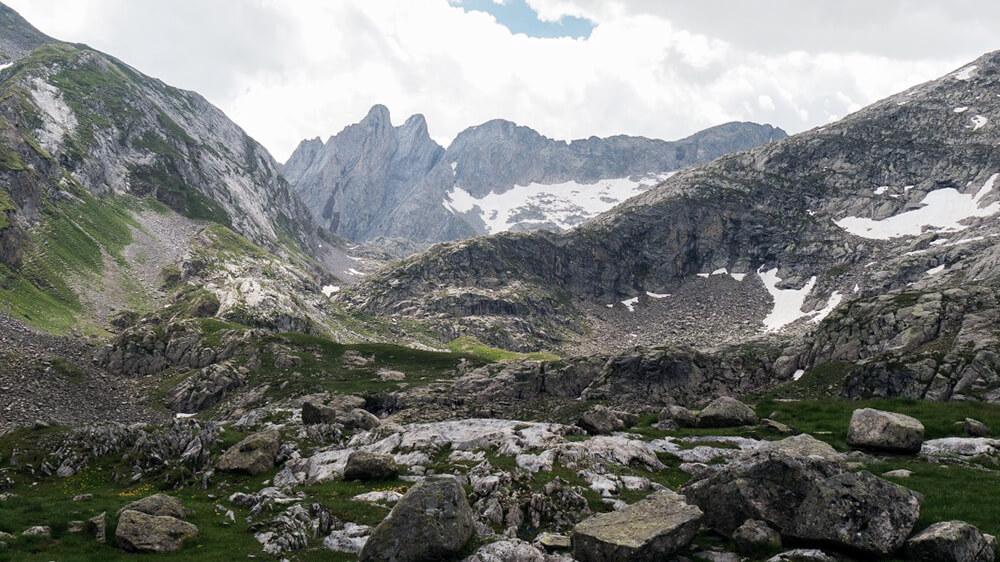 Gegen Ende des Tals wird die Landschaft wilder