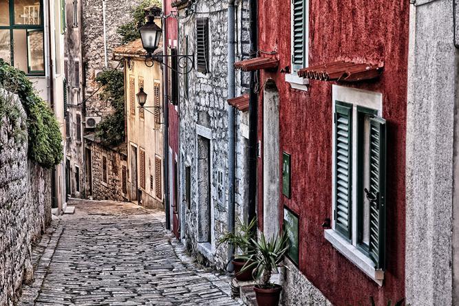 Die malerischen Fassaden der Häuser