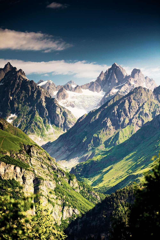Bizarre Gipfel im Kaukasus Gebirge
