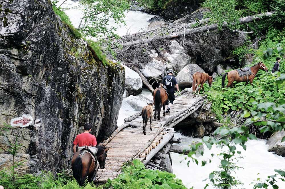 Auf dem Weg zum Uschba Wasserfall