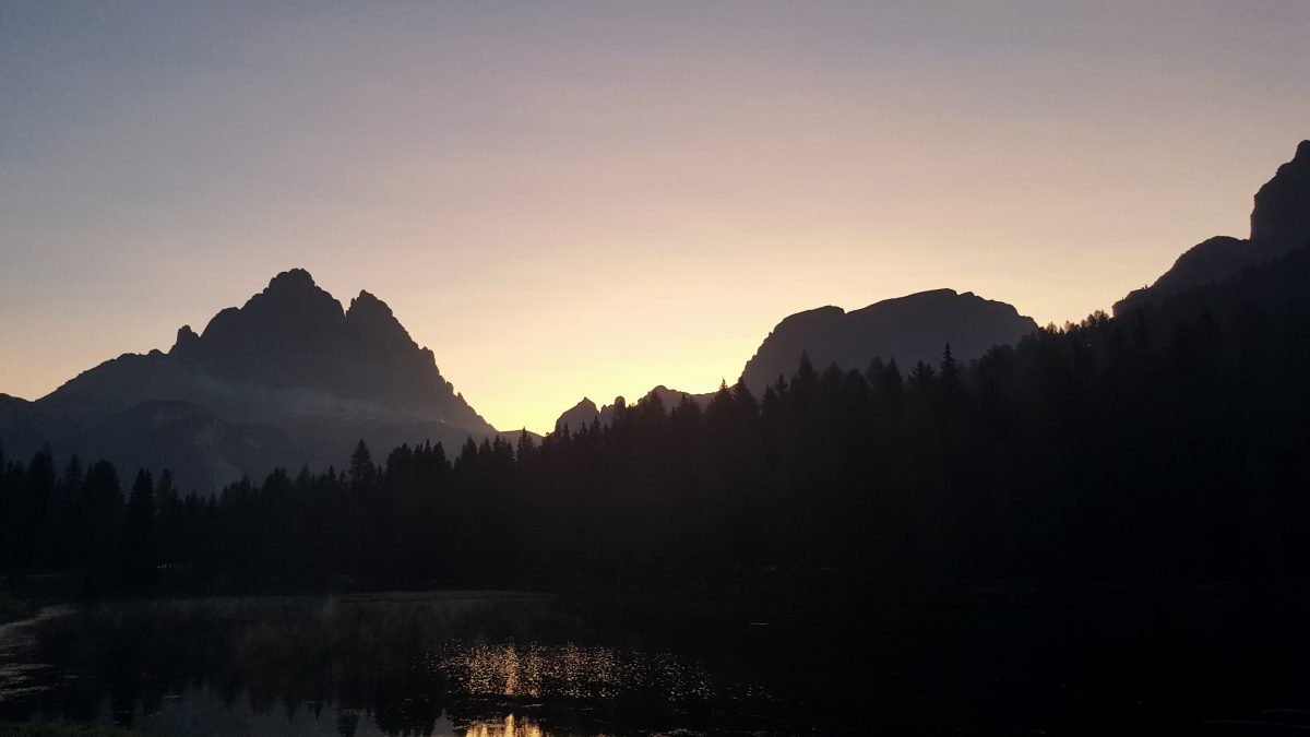 Sonnenaufgang vor Berge