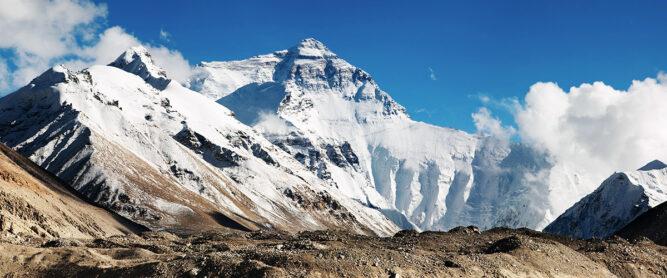 Der größte Berg der Welt, der Mount Everest, im Himalaya