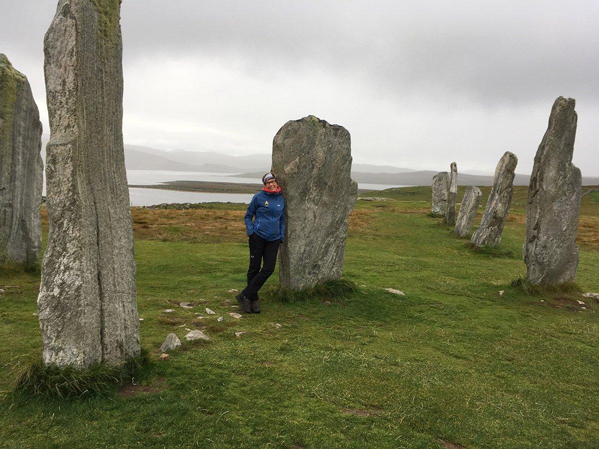 Nina bei den Callanish Standing Stones
