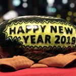 Ovaler Stein mit Aufschrift: Happy New Year 2019