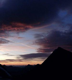 Bunt gefärbter Abendhimmel, Hohe Tauern