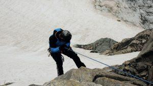 Bergsteiger seilt sich ab, Hohe Tauern