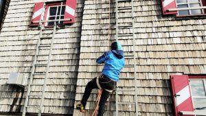Bergsteiger übt Abseilen, Hohe Tauern