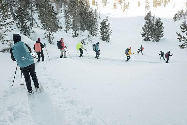 Wanderguppe mit Schneeschuhen, Fanesalm Dolomiten