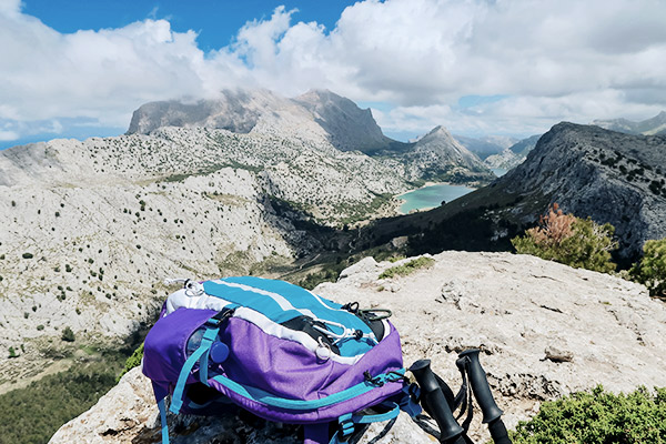 Rucksack in der Serra de Tramuntana, Mallorca