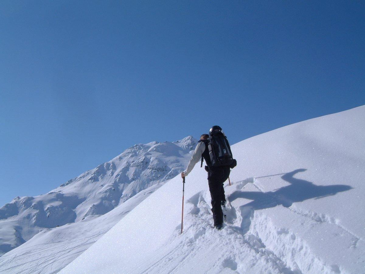 """Fellwachs hilft gegen """"Aufstollen"""" des Schnees"""