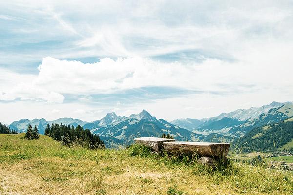 Bank in den Bergen, Alpen