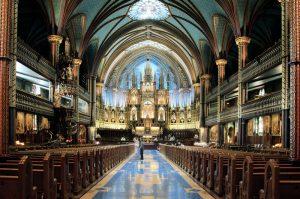 Prunkvolle Basilika Notre Dame, farbige Fenster, Montreal, Kanada