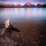 Wunderschönes, stilles Wasser mit Panoramablick, Grand Teton Nationalpark. © Ben Klea