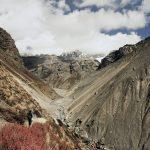 Bergkulisse mit Wanderer, Nepal