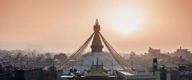 Goldene Stupa im Abendlicht