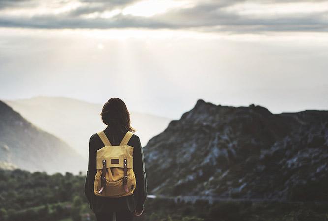 Wanderin vor Sonnenuntergang