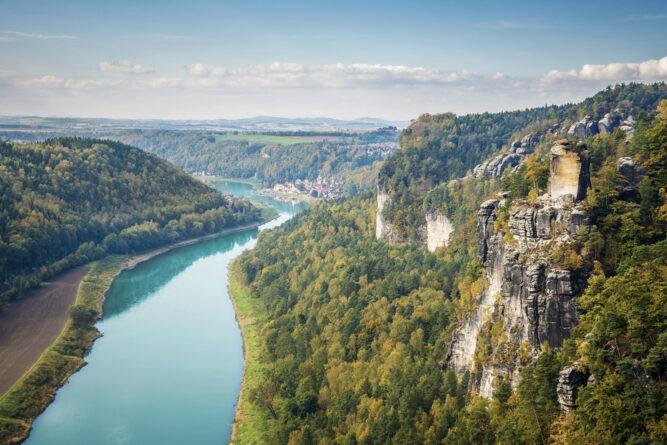 Die türkisblaue Elbe im elbsteingebirge, Deutschland