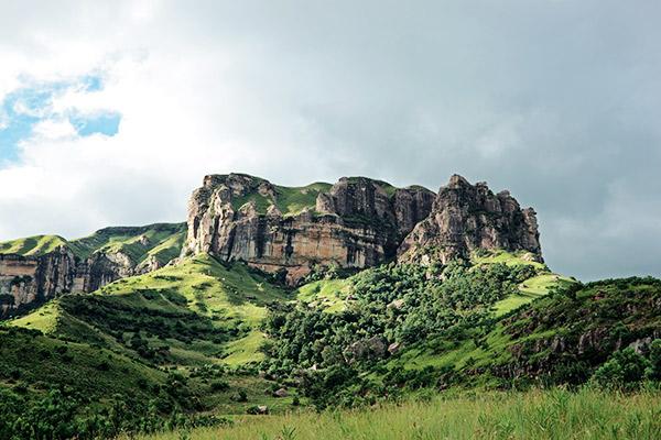 Drakensberge im Gruenen, Suedafrika