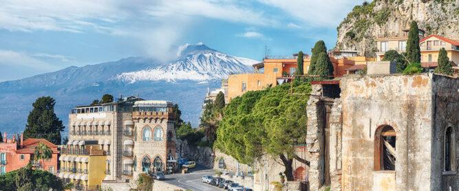 Vulkan Ätna vor Taormina, Italien