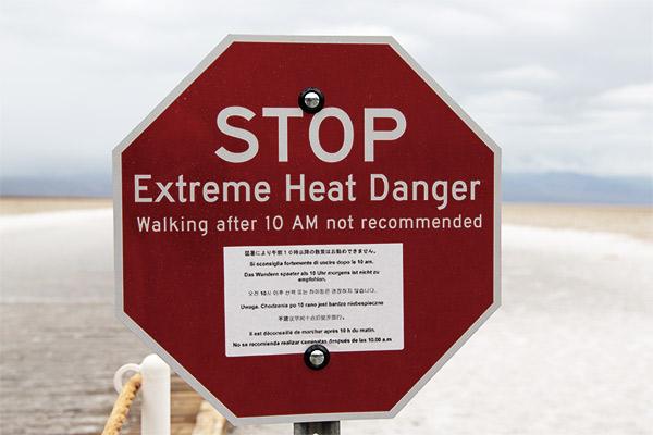 Warnschild Hitze, Death Valley USA