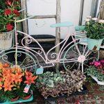 Dekoratives Fahrrad mit Blumendeko