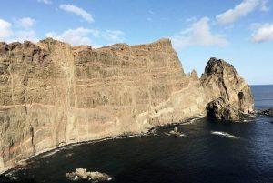 Felsen umgeben vom Atlantischen Ozean