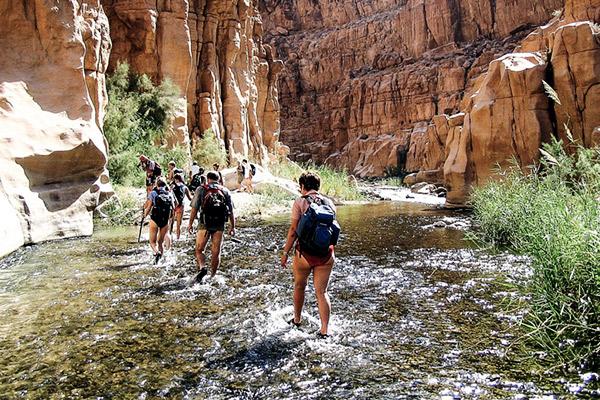 Flussdurchquerung im Wadi Mujib, Jordanien