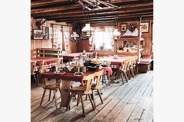 Gaststube Fanes Hütte, Dolomiten