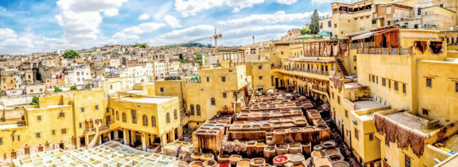 Berühmte Gerbereien in Königsstadt Fès, Marokko.