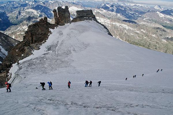 Hochtourengeher am Mount Paradiso