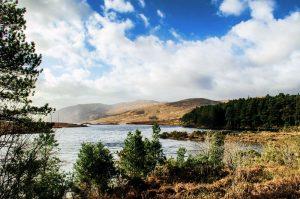 See und Berge im Glenveagh Nationalpark, Irland.