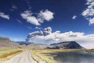 Dicke Rauchschwaden von Ausbruch Eyjafjallajökull, Island.