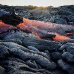 Glühendes und abgekühltes Gestein im Hawaii Volcanoes Nationalpark. © Jack Ebnet