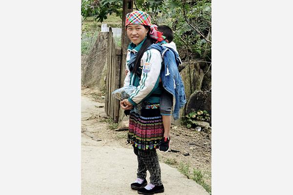 Hmong Frau mit Kind