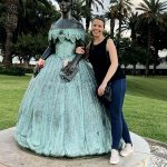 Reisende mit Statue Kaiserin Sissi, Madeira