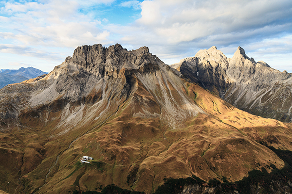 Blick auf die Kemptner Hütte im Allgäu