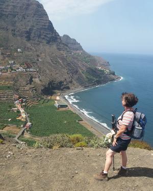 ASI Gast Gabi S. mit Blick hinunter zum Playa de Hermigua