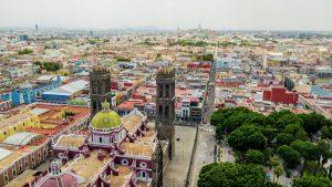 Stadt Puebla, Mexiko, bunte Kirchen.