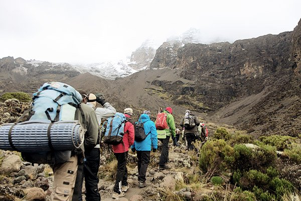 träger-gepaeck-kilimanjaro