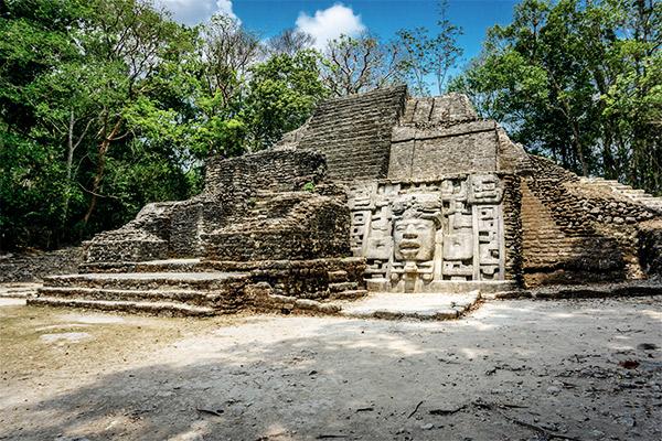 Maya-Stätte in Lamanai, Belize