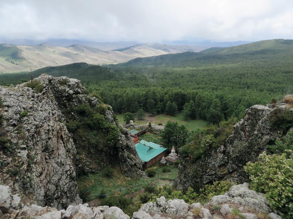 Fels und Klosterdach von oben