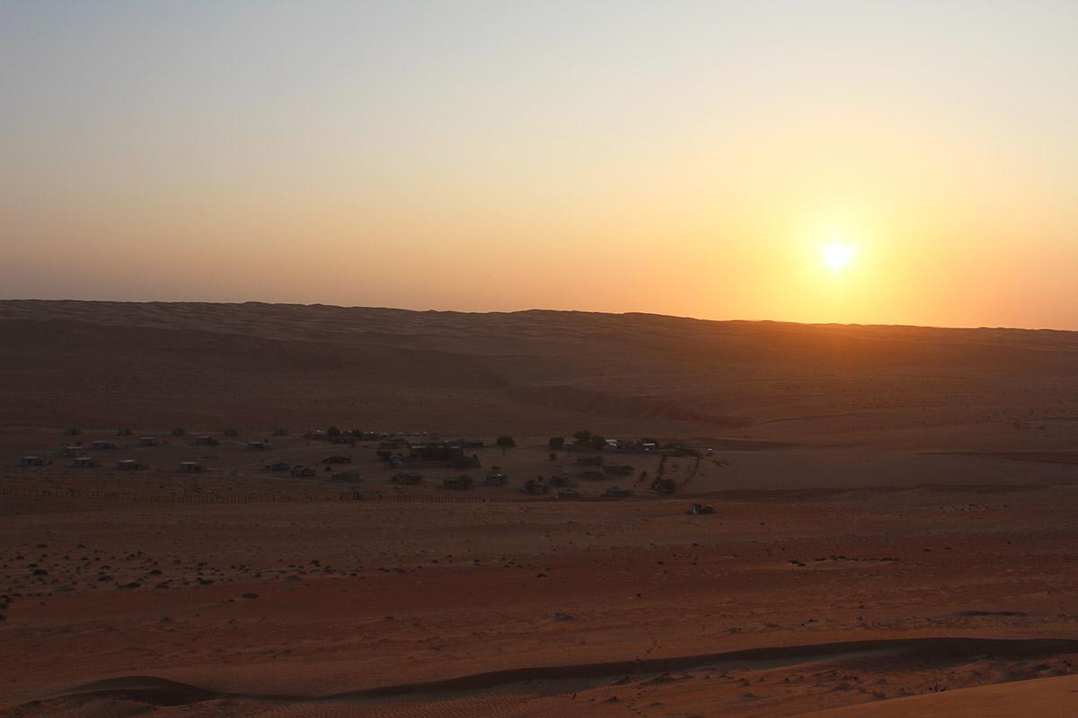 Sonnenaufgang über dem Wüstencamp